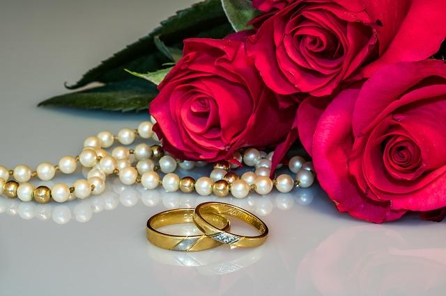 5 הכיתובים הפופולריים ביותר על טבעות נישואין