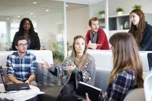 משחקי תחרויות בין קבוצות – מדוע כדאי לבחור בהם ליום גיבוש עובדים