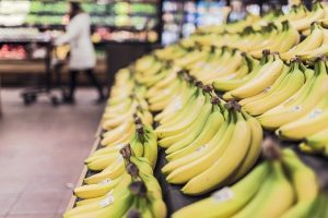 האם אפשר לאכול קליפות של בננה?
