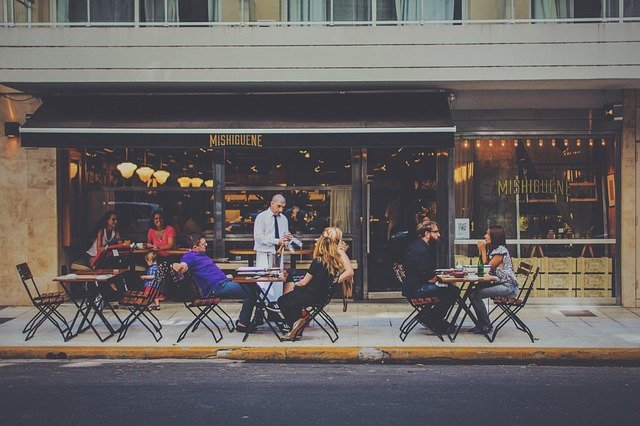 5 רעיונות עיצוב פטיו מודרניים למסעדה שלכם