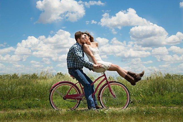 איך להחזיר ניצוץ לזוגיות. טיפים ממומחים