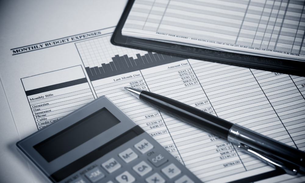 4 דרכים לחתוך את ההוצאות החודשיות שלך